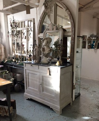 french-buffet-unit-2-interiors